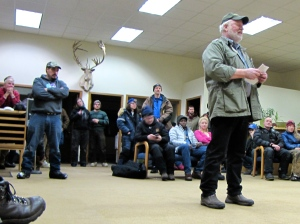 RIchard Dennis addresses the mushers