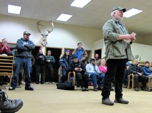 RIchard Dennis addresses the mushers