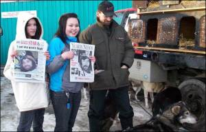 Lance and his leader, Larry, with two excited Whitehorse fans the morning after winning the 2008 Yukon Quest