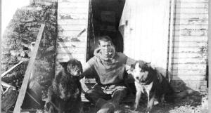 Ernest deKoven Leffingwell and dogs on Flaxman Island. Anglo-American Polar Expedition. Canning district, Northern Alaska region, Alaska. C. 1910. - ID. Leffingwell, E.K. 159 - lek00159  - U.S. Geological Survey -