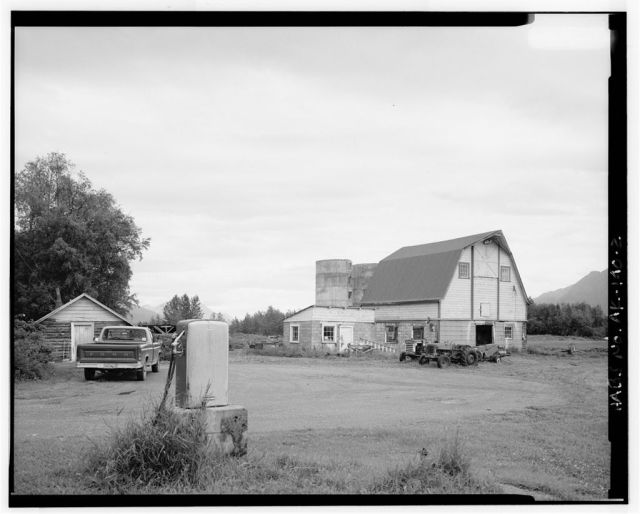 I explained how my interest in the Colony began with my research on the Colony barns. This is the Rebarchek barn, gone now. [Library of Congress photo]